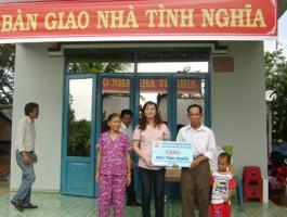 Nhà xuất bản Giáo dục tại TP. Hồ Chí Minh trao Nhà tình nghĩa tại Bình Phước
